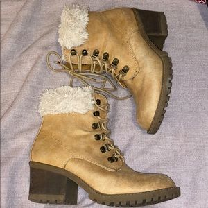 White mountain faux fur lined boots 7 1/2